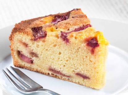 rhubarb-and-custard-cake